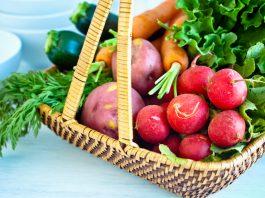 Un panier de légumes frais (achetables avec des titres restaurant !)
