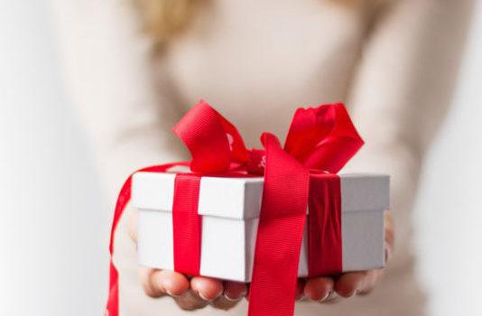 Faire plaisir à vos salariés en fin d'année avec les titres cadeaux !