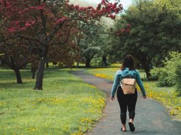 marche, bouger, bien dans ses baskets, marcher, walk at home